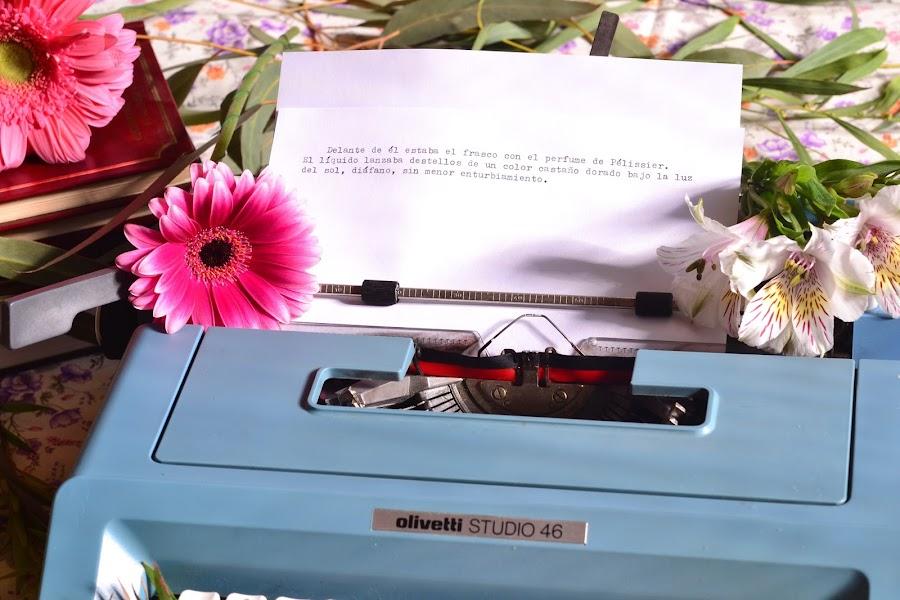Decoracion de boda vintage con maquina de escribir antigua olivetti