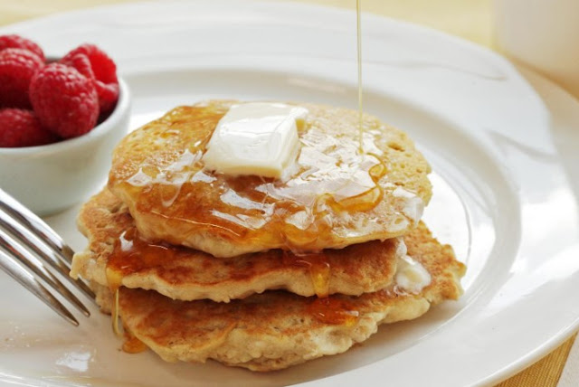 Oatmeal Pancakes {Healthy, But Addictive} #healthy #breakfast