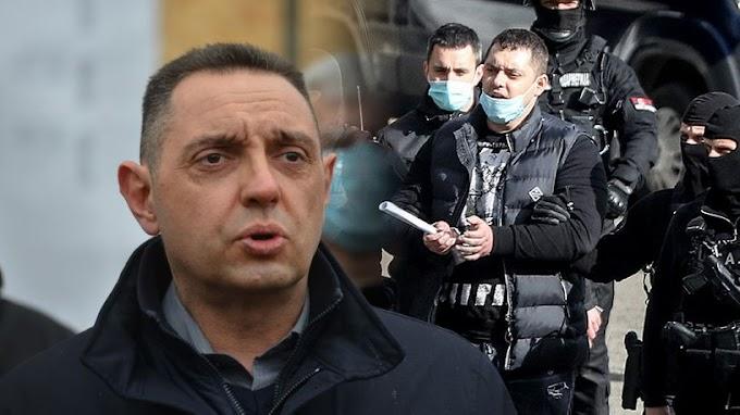 Fej nélküli holttesteket mutogatott a tévében a szerb belügyminiszter - Videó (18+)