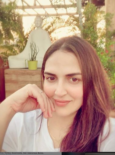 Esha Deol Age, Height, Weight, Net Worth, Wiki, Family, Husband, Bio