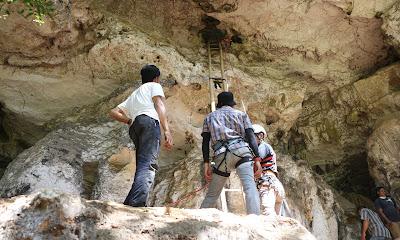 Βραχογραφία 44.000 ετών ανακαλύφθηκε σε σπήλαιο: Η αρχαιότερη σκηνή κυνηγιού στον κόσμο