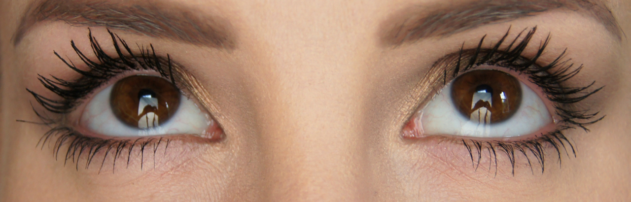 loreal volume million lashes so couture mascara swatch on eyes