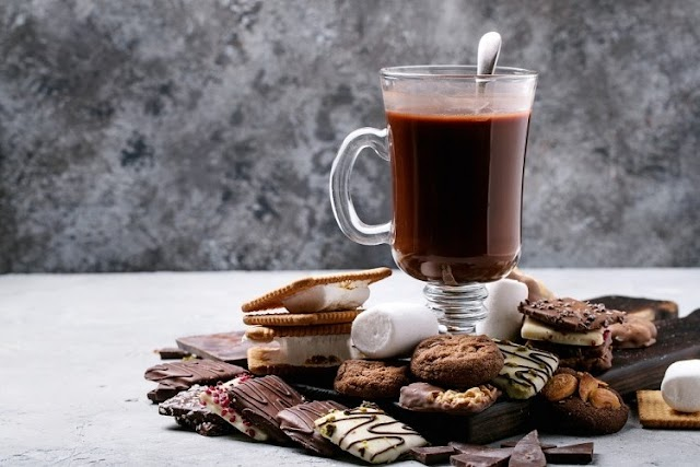 Dates latte with chocolate