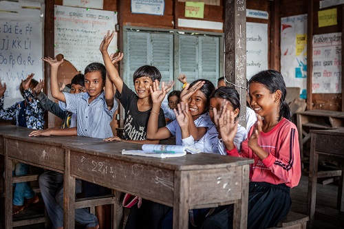 """مبادرة """"20 في 2020"""" الإماراتية توفر حلولاً لتنقية المياه وتحسين حياة الآلاف من سكان القرى في كمبوديا"""