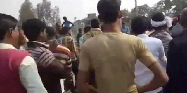 अवैध वसूली करने पहुंचे दो सिपाहियों को चाय वाले ने पीटा | JABALPUR NEWS