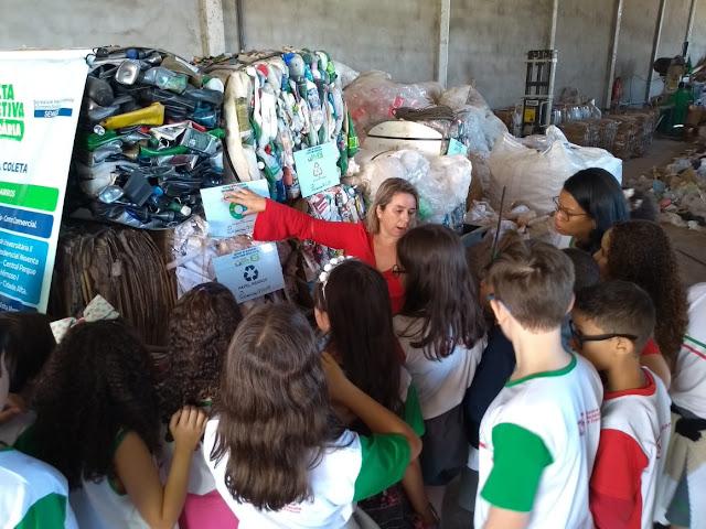 Prefeitura de Luís Eduardo Magalhães recebe estudantes para conhecerem o funcionamento do programa Coletiva Seletiva Solidária