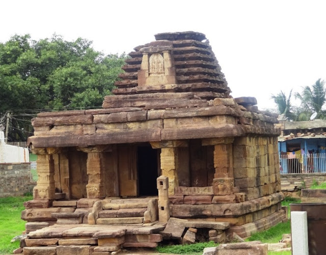 Places to see in Aihole - Chakragudi - Old South Indian temple