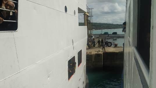 H +1 Arus Balik, Penumpang Kesal, Bongkar Muat Fery, Di Pelabuhan Bira Terlambat