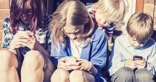 Học sinh sử dụng thiết bị điện tử nhiều có thể dẫn đến tâm thần
