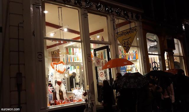 Tienda de condones en el Barrio Rojo de Amsterdam