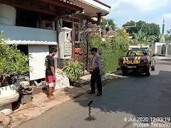 Petugas Patroli Sosialisasikan New Normal Life Kepada Warga Di Pasar Tersono