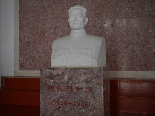 sculpted bust of Deng Fa (邓发)