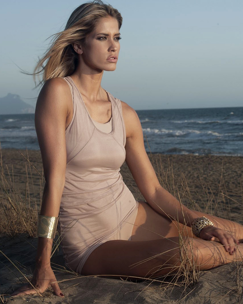 Elena Santarelli bikini seksi dan manis artis italia