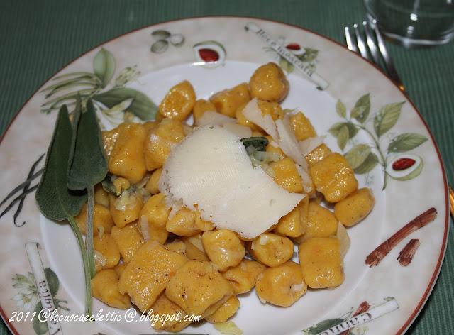 Gnocchi di zucca con sugo di porri e formaggio semistagionato di capra
