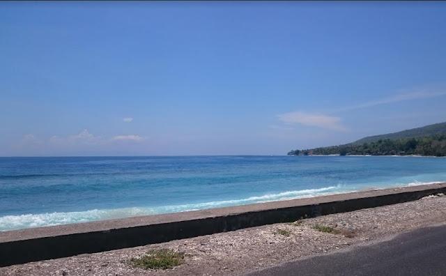 Jalan pinggir pantai
