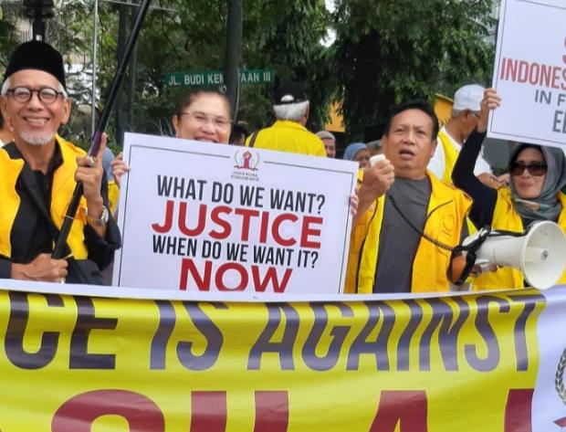 Pertanyaan Menohok Saat Saksikan Foto Peserta Aksi di MK