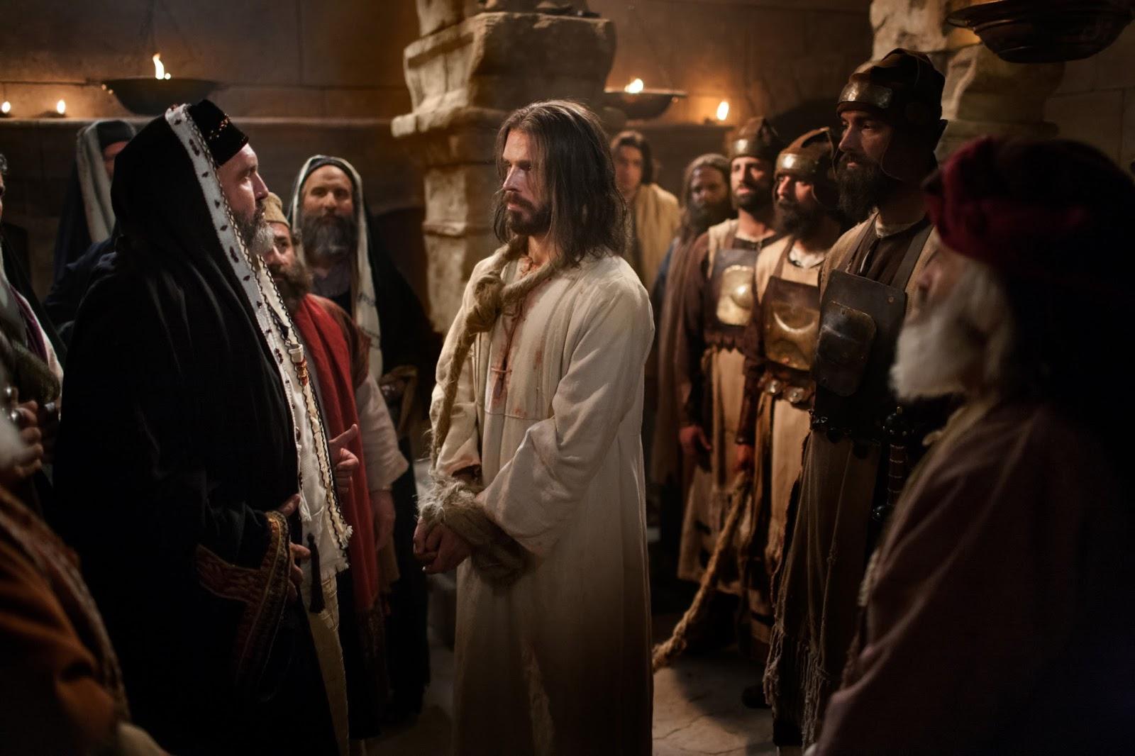 Cena de Jesus sendo julgado pelo sinédrio
