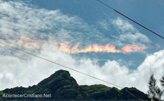 Arco iris de fuego en cielo de Chickayo