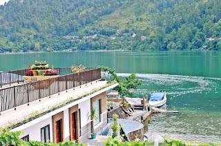 Vila di Danau Toba