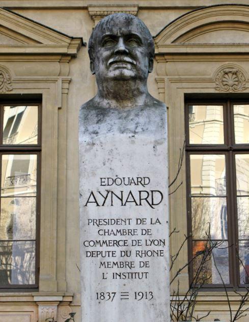 Buste d'Edouard Aynard, Place de la Bourse à Lyon
