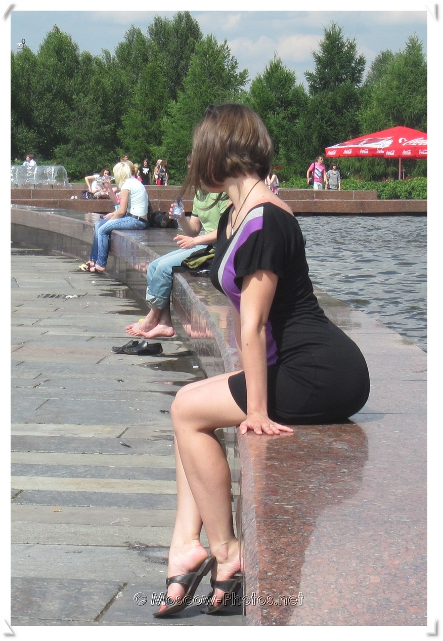 Sexy Moscow Lady Near The Fountain