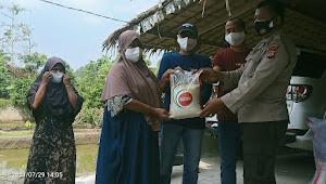 Satbinmas Porles Lebak Dan Komunitas Palem Muda Bagikan Paket Beras Sebanyak 100 kantong Ukuran 5kg