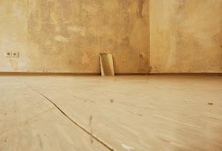 Αποτελεσματικός ξεκούραστος τρόπος για το  βερνίκωμα ξύλινων δαπέδων
