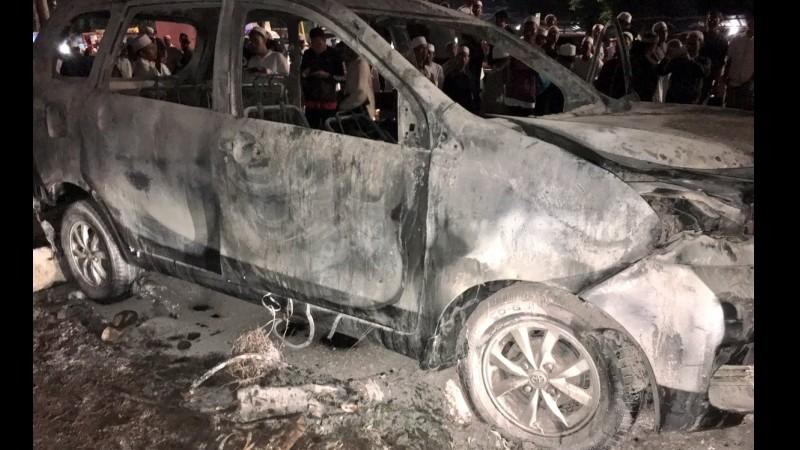 Penampakan mobil terbakar di Cawang