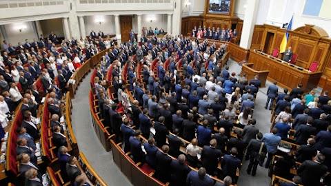 Az ukrán parlament eltörölte a képviselői mentelmi jogot