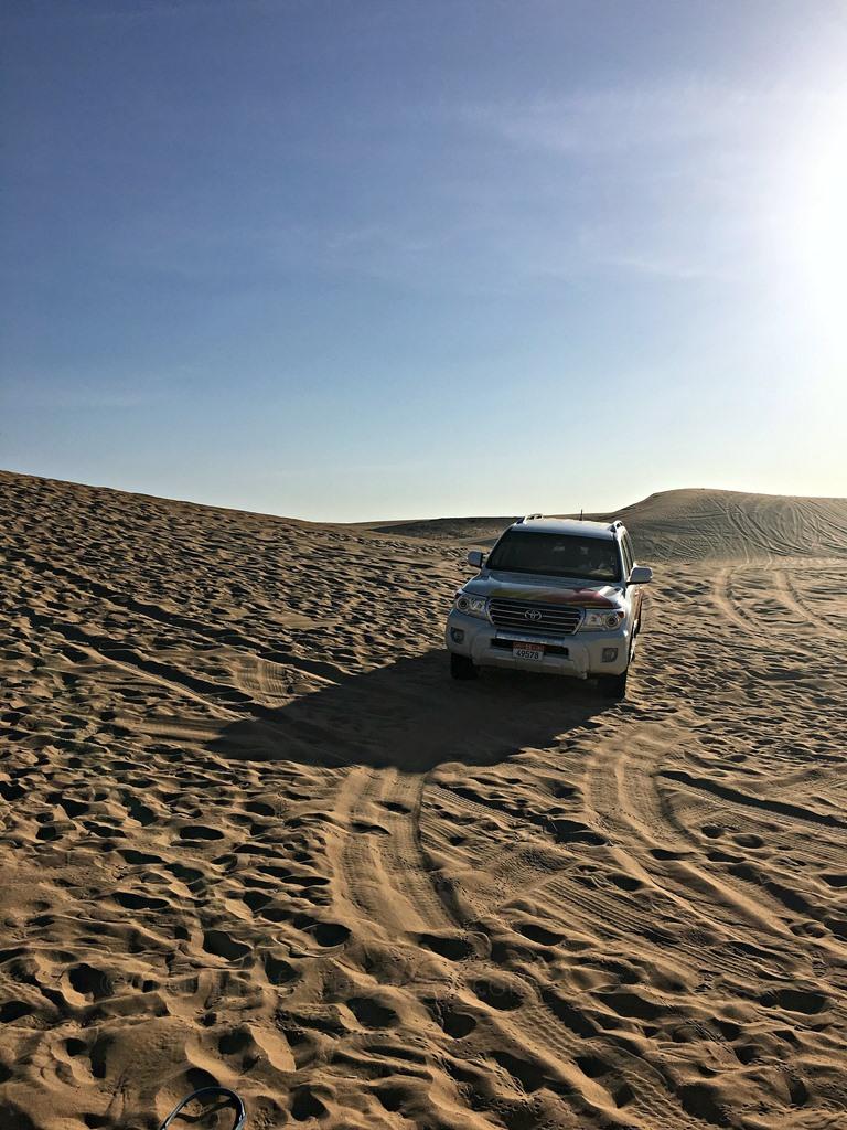 Wüstentour Abu Dhabi, Dune Bashing Abu Dhabi Ausflugtipps, getyourguide.com, Abu Dhabi Desert Rose, Jeep Safari Wüste Abu Dhabi Wüstencamp Bauchtanz Shisha