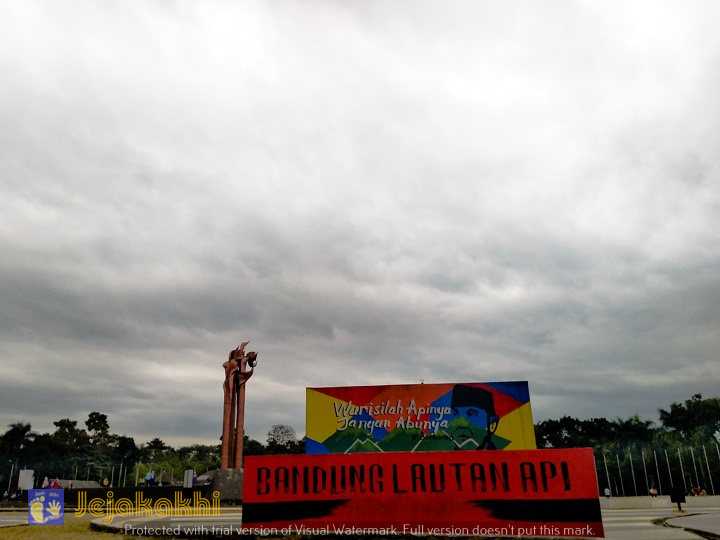 Jalan Jajan Santai di Lampion Park Taman Tegalega Bandung