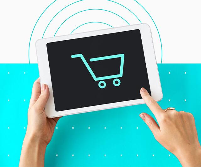 mao segurando tablet sobre marketing para e-commerce