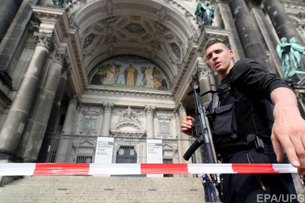 Стрілянина в Берлінcькому кафедральному соборі: поліцейський поранив дебошира