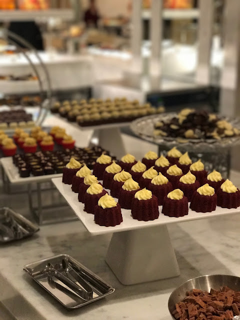 Epicurean, Burswood, petit fours