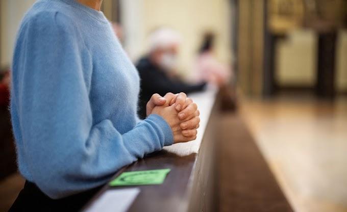 Miért tegeződünk az imákban? A magyarázat nem teológiai