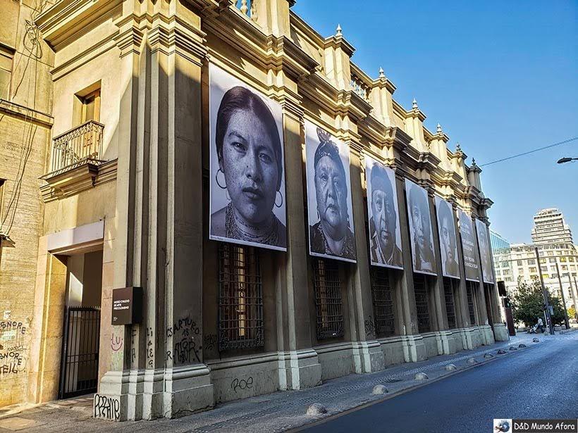 Fachada do Museu Chileno de Arte Pré-colombiana em Santiago