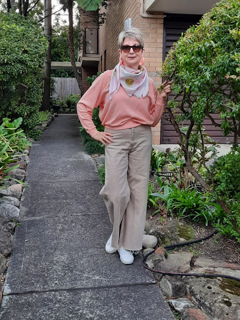 CHANNELING 70'S VIBE WITH WIDE-LEGGED PANTS