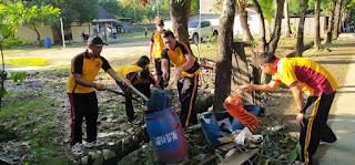 Pasca Banjir, Personil Polres Pangkep lakukan Pembersihan Mako dan Aspol