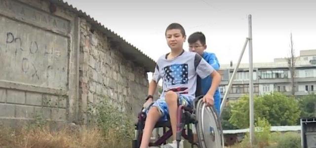 Мальчик собрал 1 400$ на лечение друга c ДЦП и прилетел поддержать друга на другой континент