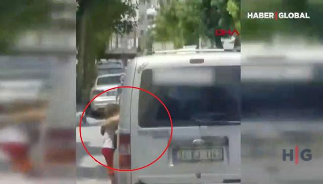 Αδιανόητο: Κρέμασε το 3χρονο παιδί του στην πόρτα του αυτοκινήτου για να το τιμωρήσει (βίντεο)