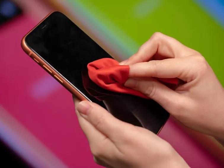 如何正確清潔消毒 iPhone 螢幕:安全防疫