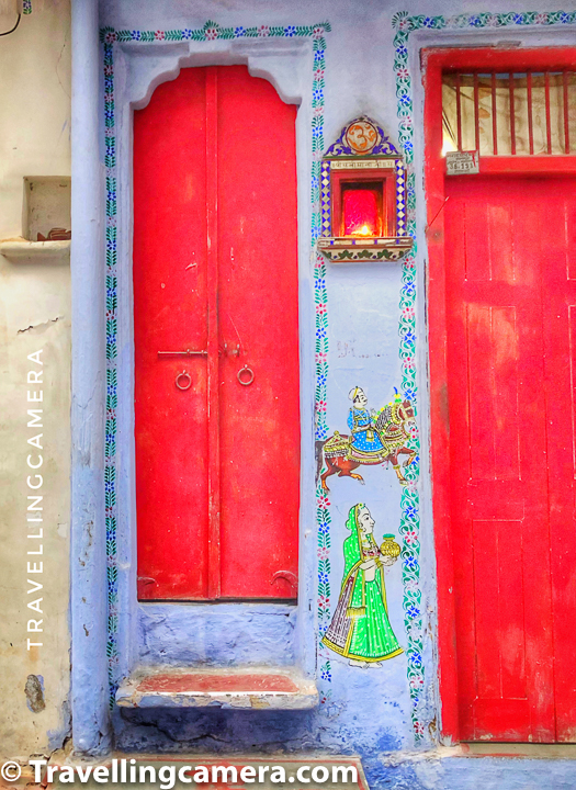 How many times you see bright red doors? you see them in Udaipur and that too with beautiful art on it's side. Look at those iron rings which are not used on modern doors now.