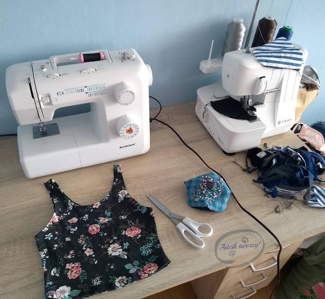 Crop top DIY ze spódnicy szycie krok po kroku - Adzik tworzy