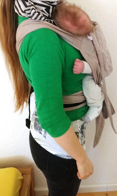 2 Wochen altes Neugeborenes in der Limastrage mit verkürztem Rückenteil
