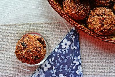 Otrębowe muffiny z rodzynkami i jagodami goji