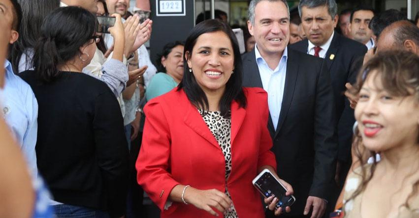 Ministra de Educación Flor Pablo Medina, asiste hoy al Congreso para responder 29 preguntas de la moción de interpelación