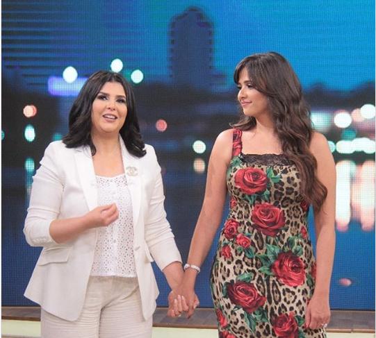 ياسمين عبد العزيز تعيد ارتداء فستان رانيا يوسف.. إضافة بسيطة!