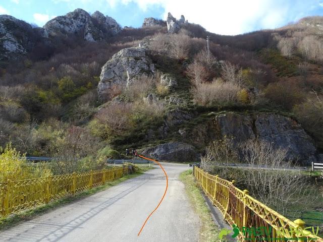 Ruta a Peña Melera y Los Pandos: Puente Muñeca sobre río San Isidro