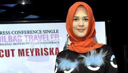 Cut Meyriska - Jilbab Traveler