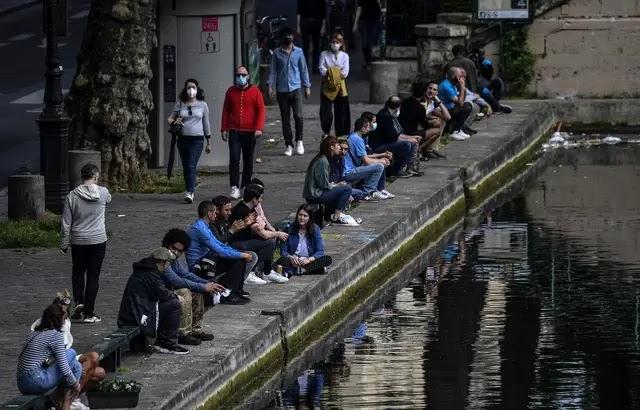 Déconfinement : « Castaner pas content! » Face à « l'irresponsabilité de certains », l'alcool interdit au canal Saint-Martin et sur les voies sur berges